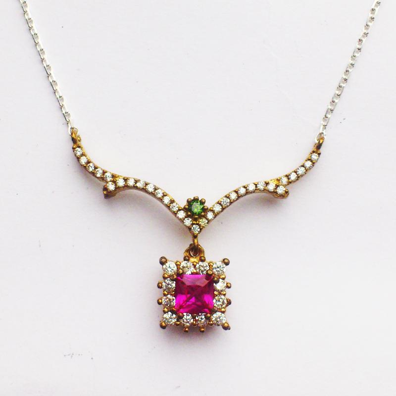 Ожерелье с рубином и топазами